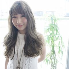 外国人風 イルミナカラー ロング アッシュ ヘアスタイルや髪型の写真・画像