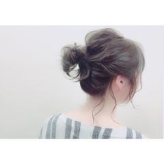 大人かわいい ミディアム ヘアアレンジ メッシーバン ヘアスタイルや髪型の写真・画像