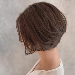 グレージュ ナチュラル くびれボブ ハンサムショート ヘアスタイルや髪型の写真・画像