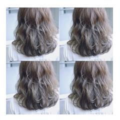 ミディアム ストリート アッシュ ブルージュ ヘアスタイルや髪型の写真・画像