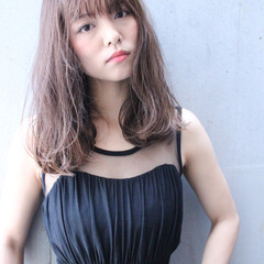 パーマ セミロング 大人かわいい ワイドバング ヘアスタイルや髪型の写真・画像