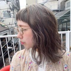 インナーカラーグレージュ ボブ アンニュイほつれヘア グレージュ ヘアスタイルや髪型の写真・画像