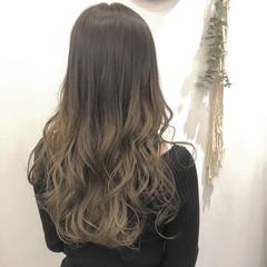 オリーブアッシュ グラデーションカラー ロング オリーブベージュ ヘアスタイルや髪型の写真・画像