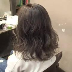 アッシュグレージュ フェミニン ゆるふわ ダブルカラー ヘアスタイルや髪型の写真・画像
