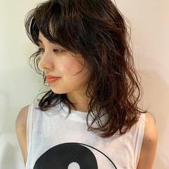 ミディアム モード ウルフカット ウルフレイヤー ヘアスタイルや髪型の写真・画像