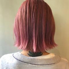 ベリーピンク ミニボブ ボブ ダブルカラー ヘアスタイルや髪型の写真・画像