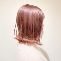 ミルクティーベージュ フェミニン 切りっぱなしボブ ボブ ヘアスタイルや髪型の写真・画像
