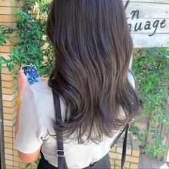 アッシュグレージュ グレー ロング グレーアッシュ ヘアスタイルや髪型の写真・画像