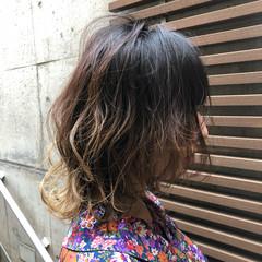 ウルフカット ナチュラルグラデーション ミディアム ナチュラル ヘアスタイルや髪型の写真・画像