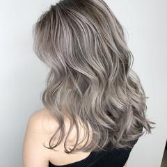 グレーアッシュ シルバーアッシュ ミディアム エレガント ヘアスタイルや髪型の写真・画像