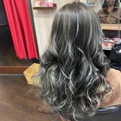モード ハイライト アッシュグレージュ ロング ヘアスタイルや髪型の写真・画像