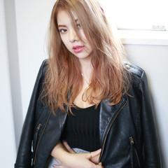 ベージュ ミルクティー ロング 外国人風 ヘアスタイルや髪型の写真・画像