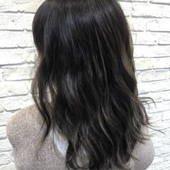 フェミニン ダークグレー ダークカラー ハイライト ヘアスタイルや髪型の写真・画像
