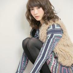 外国人風 ガーリー セミロング パーマ ヘアスタイルや髪型の写真・画像