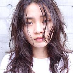 ウェットヘア デジタルパーマ セミロング パーマ ヘアスタイルや髪型の写真・画像