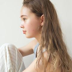 ロング ウェーブ エフォートレス 簡単 ヘアスタイルや髪型の写真・画像