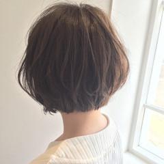ワンカール グレージュ ショートボブ ストリート ヘアスタイルや髪型の写真・画像