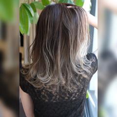 グレージュ ダブルカラー セミロング バレイヤージュ ヘアスタイルや髪型の写真・画像