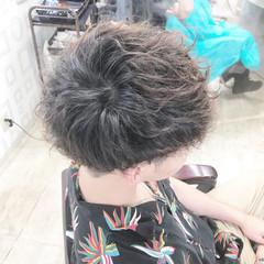 メンズパーマ ナチュラル メンズスタイル メンズショート ヘアスタイルや髪型の写真・画像