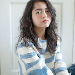 パーマ デジタルパーマ ラフ セミロング ヘアスタイルや髪型の写真・画像
