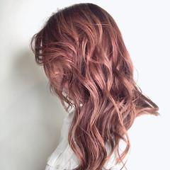ナチュラル ピンク セミロング ピンクベージュ ヘアスタイルや髪型の写真・画像