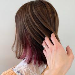 ボブ アンニュイほつれヘア 外ハネボブ インナーカラー ヘアスタイルや髪型の写真・画像