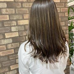 ハイライト ブリーチ必須 セミロング ナチュラル ヘアスタイルや髪型の写真・画像
