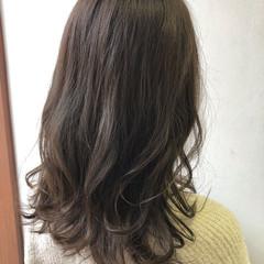 ゆるふわ 秋 ウェーブ グレージュ ヘアスタイルや髪型の写真・画像