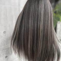 バレイヤージュ ナチュラル グレージュ インナーカラー ヘアスタイルや髪型の写真・画像