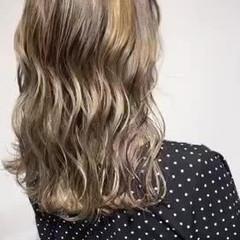 フェミニン 極細ハイライト コントラストハイライト 大人ハイライト ヘアスタイルや髪型の写真・画像