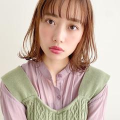 ミディアム 毛先パーマ 簡単ヘアアレンジ レイヤーカット ヘアスタイルや髪型の写真・画像