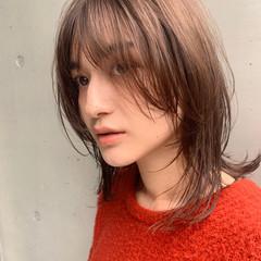 ウルフカット ベージュ シースルーバング フェミニン ヘアスタイルや髪型の写真・画像