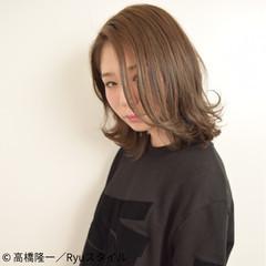 ウェットヘア 外国人風 ナチュラル アッシュ ヘアスタイルや髪型の写真・画像