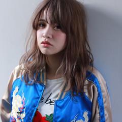 フェミニン ピュア ミディアム ワイドバング ヘアスタイルや髪型の写真・画像