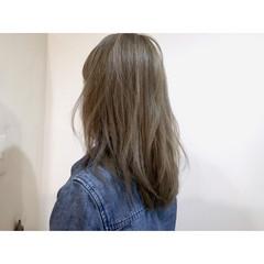 セミロング アッシュ ブルージュ 外国人風 ヘアスタイルや髪型の写真・画像