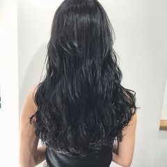 ロング アッシュブラック モード ブリーチなし ヘアスタイルや髪型の写真・画像