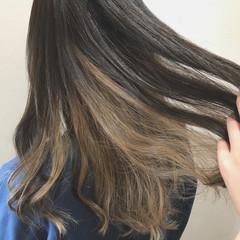ロング ガーリー アッシュベージュ インナーカラー ヘアスタイルや髪型の写真・画像