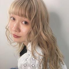 アンニュイほつれヘア フェミニン ミルクティーベージュ ロング ヘアスタイルや髪型の写真・画像