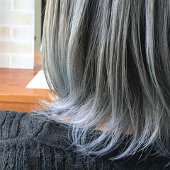 モード ミディアム ホワイト シルバー ヘアスタイルや髪型の写真・画像