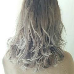 外国人風 ハイライト ガーリー セミロング ヘアスタイルや髪型の写真・画像