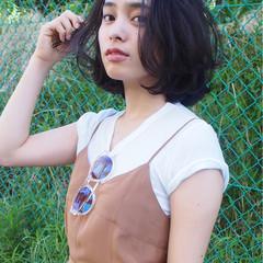 ミディアム パーマ 暗髪 フェミニン ヘアスタイルや髪型の写真・画像