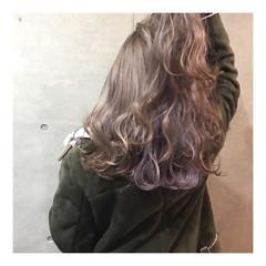 セミロング インナーカラー ガーリー グレージュ ヘアスタイルや髪型の写真・画像