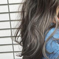 ハイライト くせ毛風 アッシュ ナチュラル ヘアスタイルや髪型の写真・画像