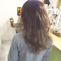 グレージュ 暗髪 外国人風 セミロング ヘアスタイルや髪型の写真・画像