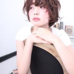 前髪あり くせ毛風 パーマ 外国人風 ヘアスタイルや髪型の写真・画像