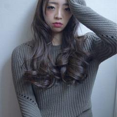 アッシュ スモーキーアッシュ マット ロング ヘアスタイルや髪型の写真・画像