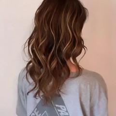 ミルクティー ロング バレイヤージュ ミルクティーベージュ ヘアスタイルや髪型の写真・画像