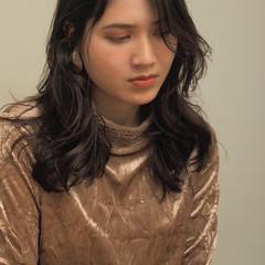 セミロング レイヤースタイル レイヤーカット エレガント ヘアスタイルや髪型の写真・画像