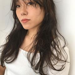 レイヤーロングヘア シースルーバング ロング ナチュラル ヘアスタイルや髪型の写真・画像