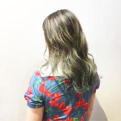 アッシュグラデーション グラデーションカラー ストリート ミディアム ヘアスタイルや髪型の写真・画像